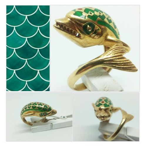 Vintage 18k gold enamel ring with dolphin size 6  #etsyspecialt #integritytt #SpecialTGIF #Specialtoo  #SpecialTParty       @SGH_RTs  @craftshout @PS4CoDFAs #etsy #PromoteEtsy #PictureVideo @SharePicVideo